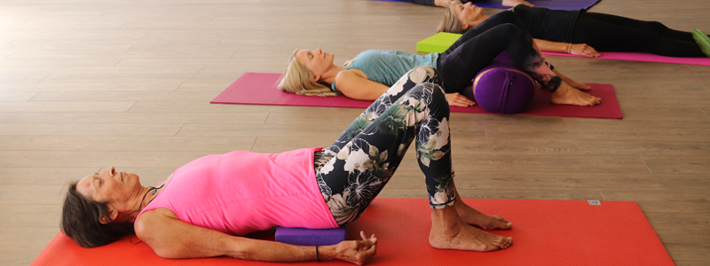 Example-of-physical-health-benefits-of-yoga-to-ease-chronic-pain